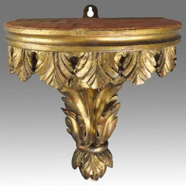 18thcentury carved and gilded Wall Bracket
