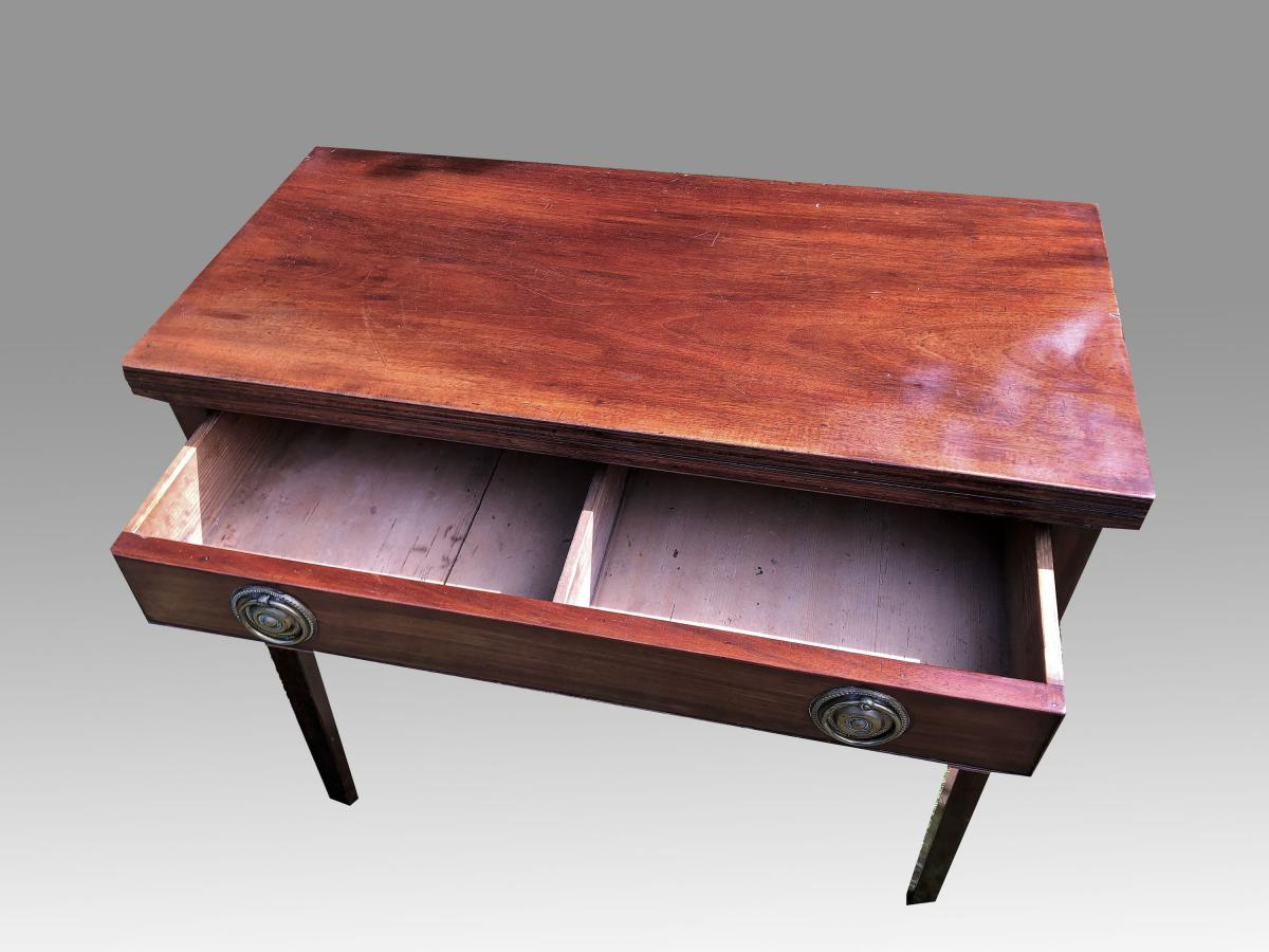 Georgian mahogany tea/side table with drawer