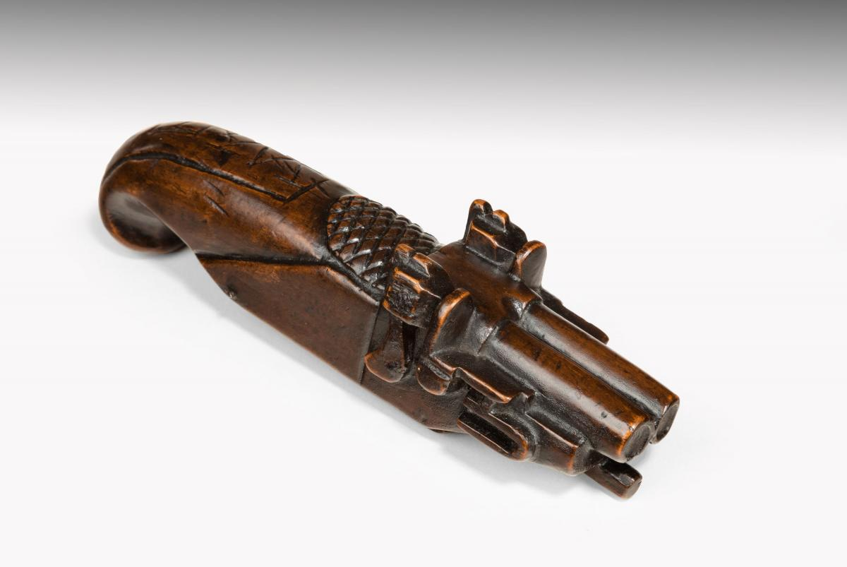 6651 Novelty Fruitwood Snuff Box in the form of a Pistol