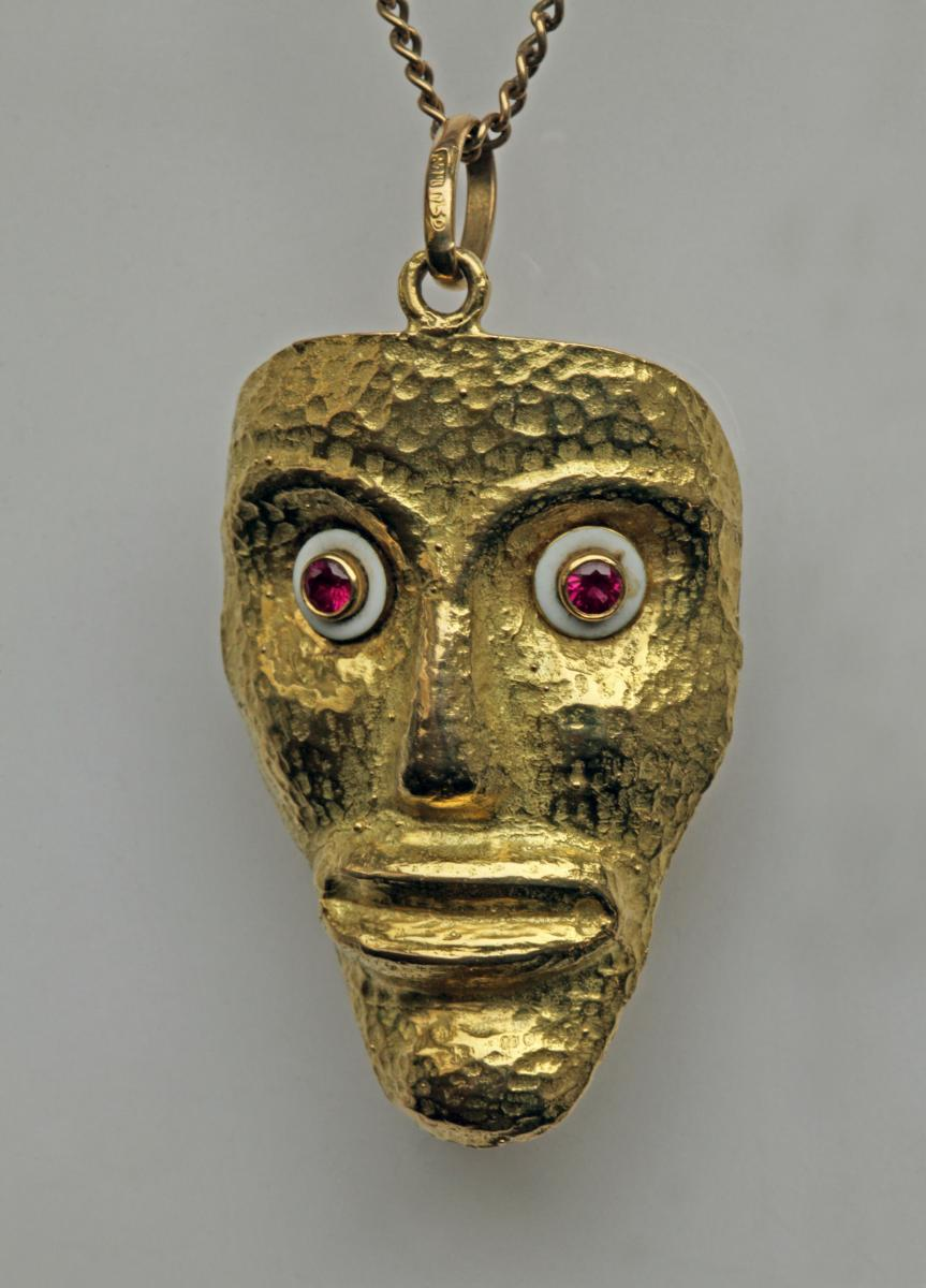MID CENTURY MODERN (founded c.1950) African Style Gold Pendant Mask