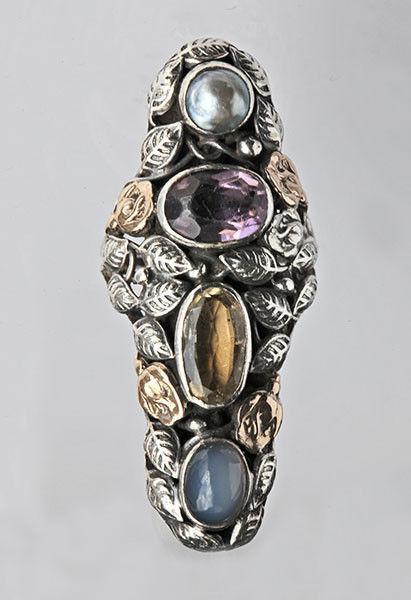 AMERICAN ARTS & CRAFTS (1890-1916) An Impressive Ring