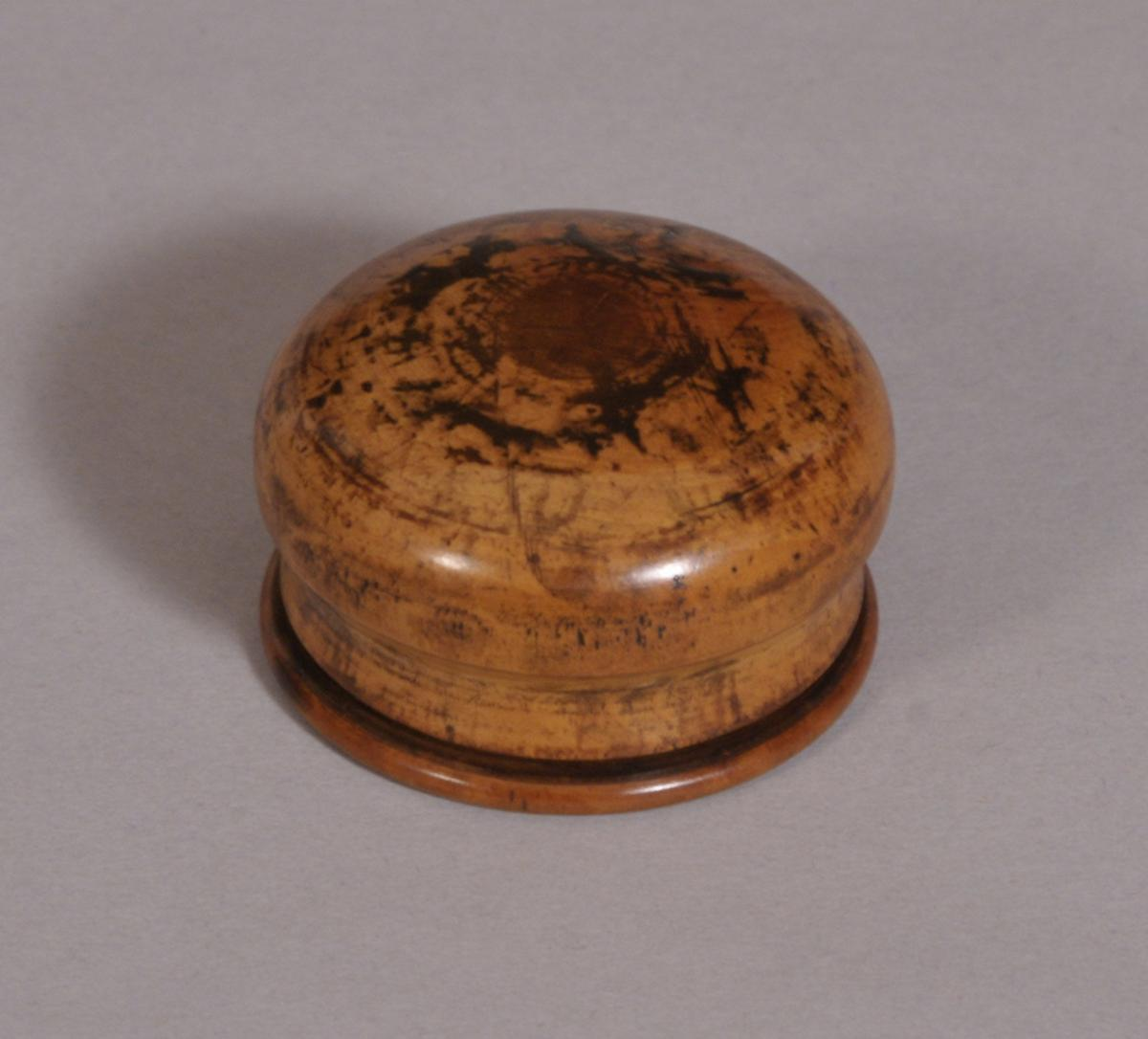 S/3547 Antique Treen 19th Century Boxwood Patch or Pill Box