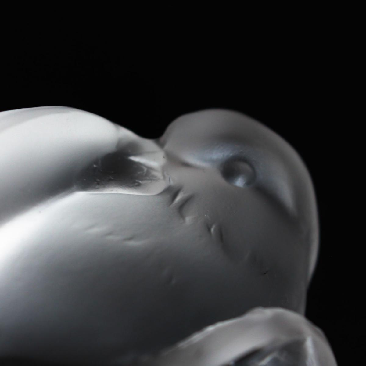 Moineau Coquet, an Art Deco glass bird paperweight. A frosted glass figure of a sparrow pecking for food. Model number 1166.Lit