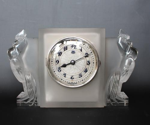 Deux Coqs, an Art Deco glass clock by René Lalique