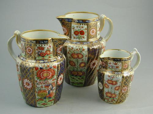 A matched set of three Chamberlain Worcester graduated jugs, c.1820