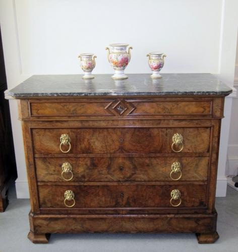 EARLY 19TH CENTURY FRENCH WALNUT COMMODE