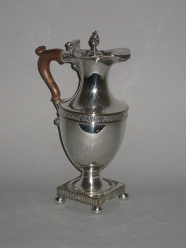 AN OLD SHEFFIELD PLATE SILVER HOT WATER JUG. GEORGE III, CIRCA 1780-85
