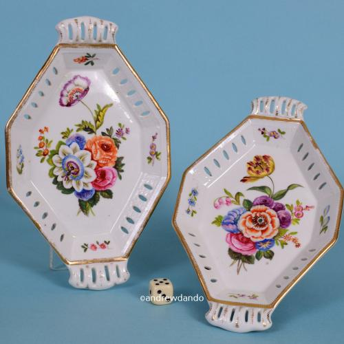 Pair of English Porcelain Small Dishes, c1825.