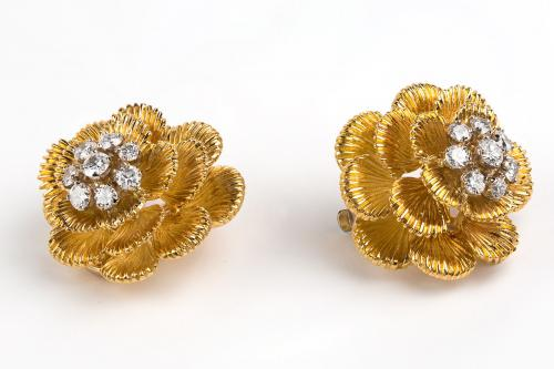 5.	A pair of 18 carat gold clip earrings with a cluster of brilliant-cut diamonds