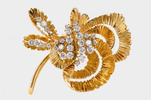 10.A fine and heavy 18 carat gold flower brooch set with brilliant-cut diamonds. Signed Kutchinsky. London c.1965