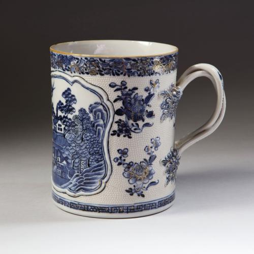 A Chinese Qianlong period blue and white tankard