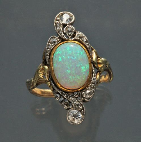 ART NOUVEAU (1890-1910) ART NOUVEAU Opal & Diamond Ring