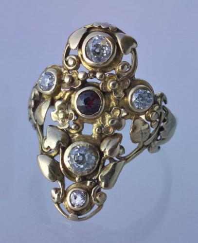 ARTIFICERS' GUILD, LONDON (1901-1942) Floral Diadem Shaped Ring
