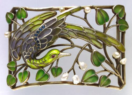 A beautiful plaque de cou Attributed to LEVINGER & BISSINGER (worked 1903-1909)