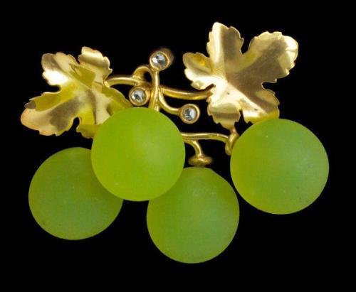 FONSEQUE ET OLIVE (worked c.1890-1915) Belle Epoque Grape Brooch