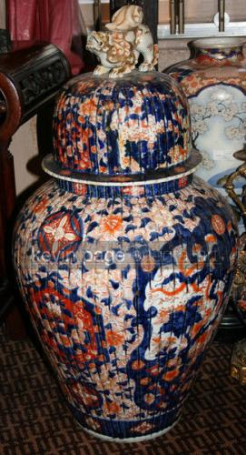 A large imari jar and cover with shishi dog to the top