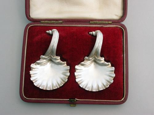 Cased Pair Victorian Cast Silver Scallop Shell Caddy Spoons