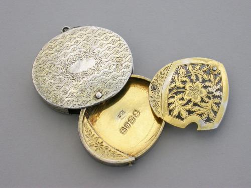 Unusual George III Silver Gilt Oval Swiveling Vinaigrette