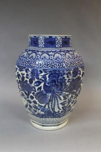 A 17th century japanese blue & white porcelain jar