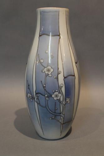 A japanese porcelain vase by tominaga genroku