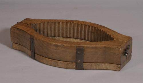 S/3565 Antique Treen 19th Century Sycamore Butter Mould