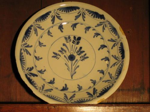 A good, early-18th century, Dutch, delftware dish