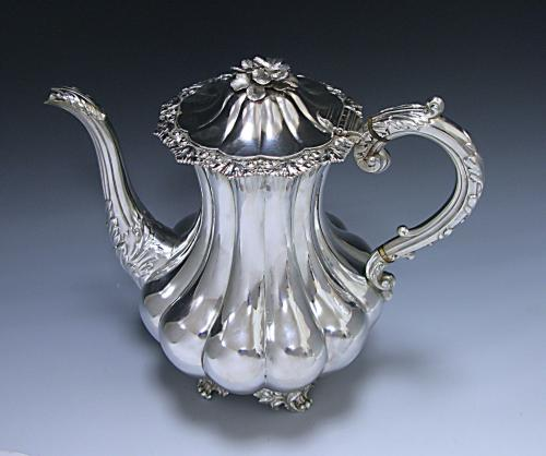 A VICTORIAN ANTIQUE STERLING SILVER COFFEE POT
