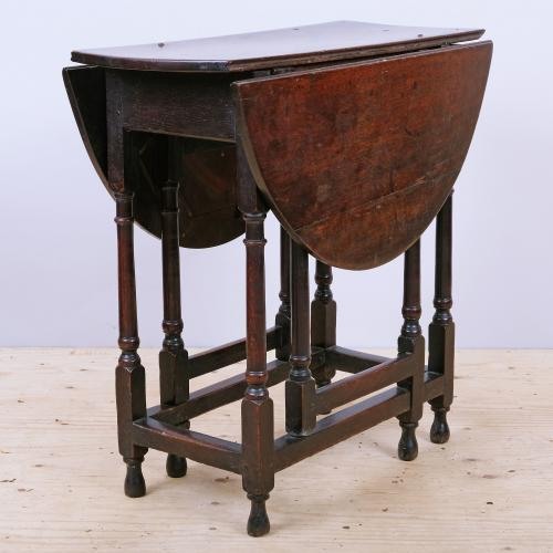Small Early 18th Century Queen Anne Period Oak Gateleg Table