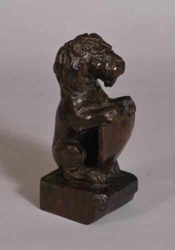 S/3599 Antique 18th Century Carved Oak Lion Finial