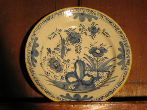 A good, large, mid-18th century, Dutch delftware plate