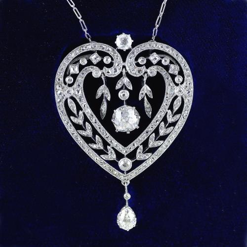 Diamond Platinum Heart Shape Belle Époque Pendant Necklace circa 1910