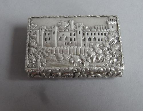 A very rare Castle Top Vinaigrette Vinaigrette depicting Warwick Castle. Made in Birmingham in 1836 by Nathaniel Mills
