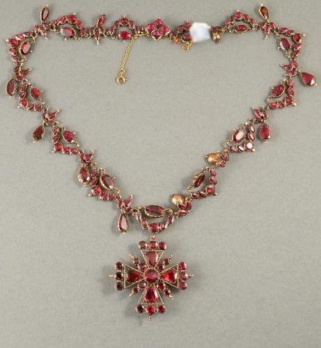 Georgian gold garnet necklace with removable pendant Circa 1820