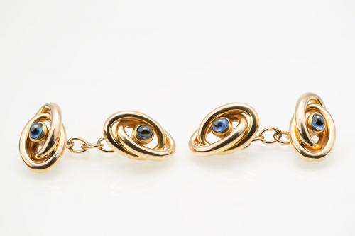 Vintage Cufflinks of Entwined Oval Loops in 18 Karat Gold with Sapphire Centre, French circa 1920